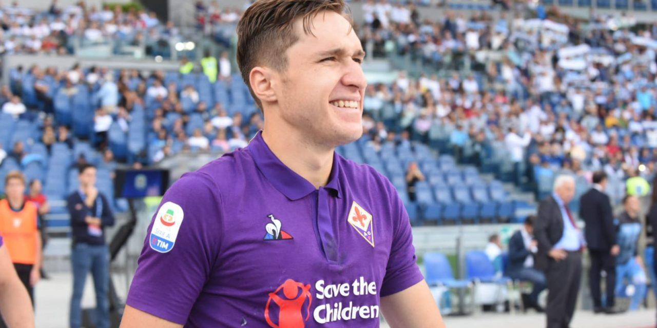 """Un bambino al Meyer chiede a Chiesa: """"Ma vai alla Juventus"""" la risposta """"No, adesso Forza Viola"""""""