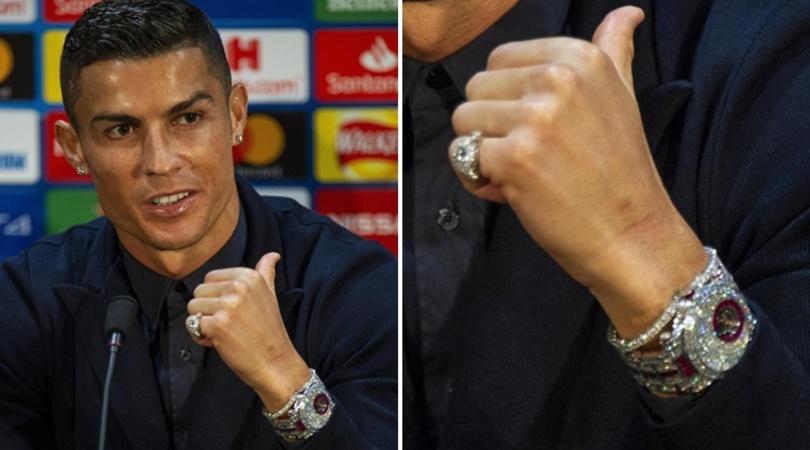 Cristiano Ronaldo si presenta davanti alle telecamere con un orologio da 2 milioni di euro