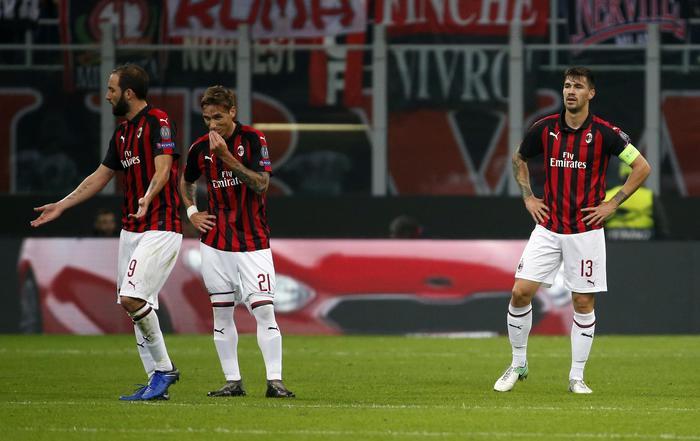 Il Betis di Joaquin e Tello batte e umilia il Milan a San Siro in Europa League. È 1-2