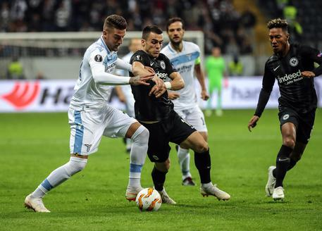 Europa League, l'Eintracht strapazza la Lazio per 4-1. I biancocelesti finiscono in nove