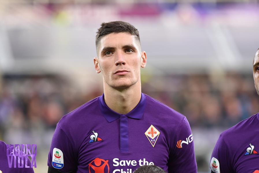 """Milenkovic al Fiorentina Store: """"Domenica scontro diretto importantissimo"""". Le sue condizioni dopo il Cagliari"""