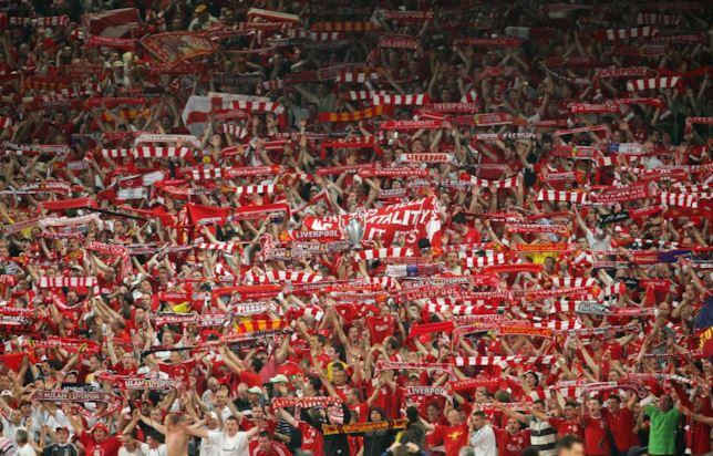 Napoli, tifosi del Liverpool aggrediti: un ferito trasportato in ospedale