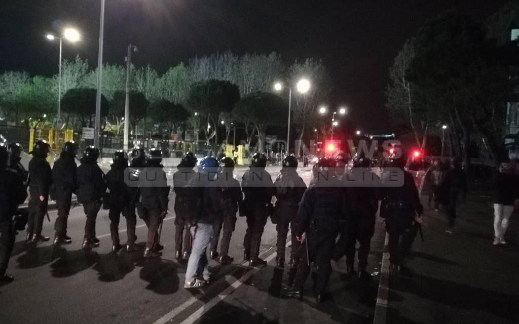 Scontri, 15 agenti feriti ed un tifoso viola denunciato. Il racconto ed il bilancio