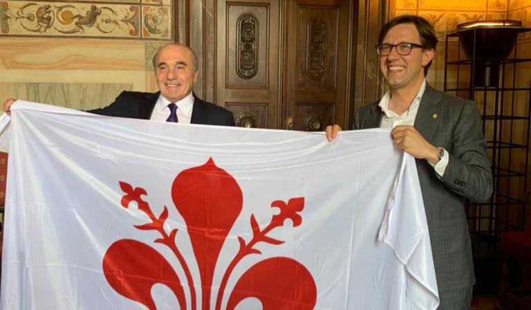 """Nardella e Commisso insieme a Palazzo Vecchio: """"Grazie Rocco per l'entusiasmo per Firenze e la Fiorentina"""""""