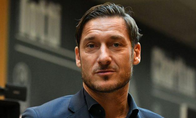 Totti dirigente della Fiorentina? No, è indeciso tra l'incarico in Federazione e il testimonial della Fifa