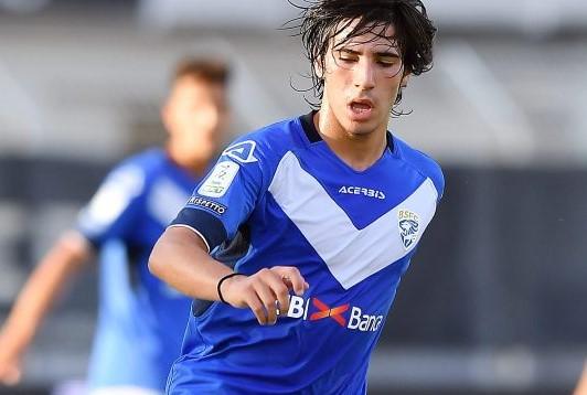 Gazzetta, la Fiorentina vuole Tonali a tutti i costi, offerti anche Vitor Hugo e Saponara. Cellino…