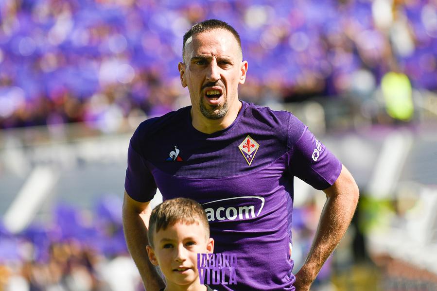 La chat di gruppo unisce lo spogliatoio viola: Pezzella vero capitano, Ribery è il faro. Badelj…