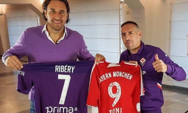 """Luca Toni e Franck Ribery si scambiano la maglia al Franchi: """"Che bello rivederti fratello"""""""