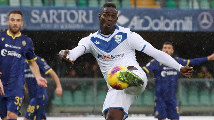 """Tifosi Brescia attaccano Balotelli: """"Vogliamo rispetto, sacrificio e la maglia sudata. Per il momento, sono concetti a lui sconosciuti…"""""""