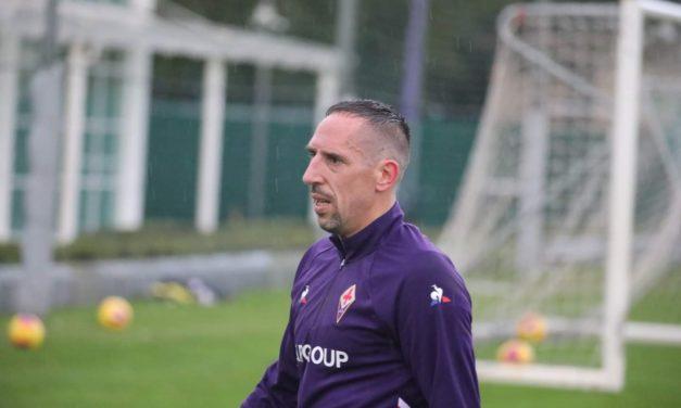 VIDEO, Ribery torna ad allenarsi sul campo, corsa per il campione francese. Sorride la Fiorentina
