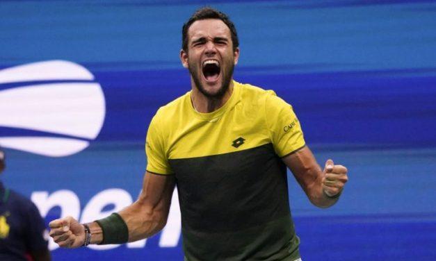 Berrettini è nella storia, batte Thiem. Il tifoso viola è il primo italiano a vincere un match nelle finali Atp