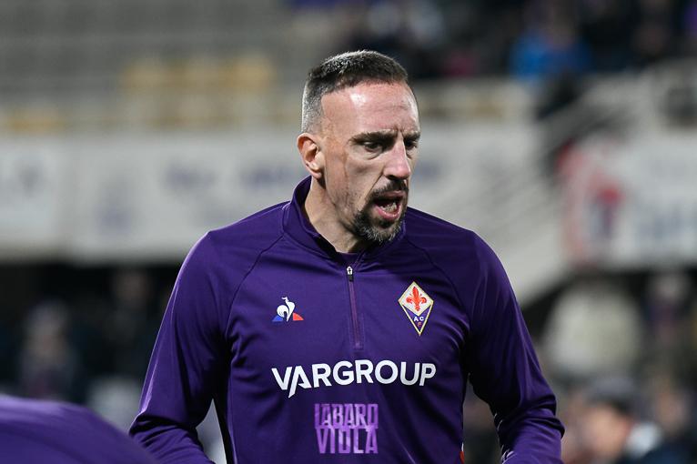 Ribery costretto a lasciare il match dopo la scivolata di Tachtsidis. Oggi gli esami diagnostici