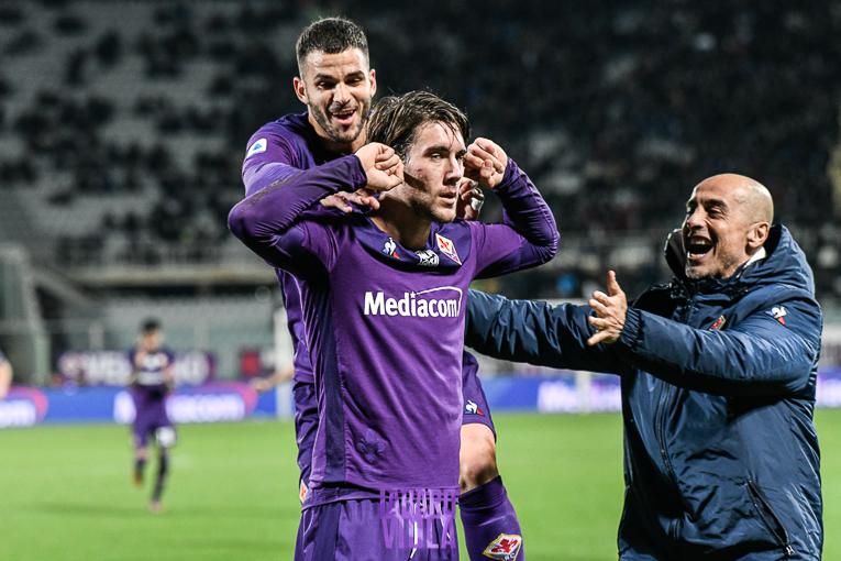 Raddoppio Fiorentina: gol di Vlahovic dal dischetto, fallo di mano commesso da Ramirez 0-2