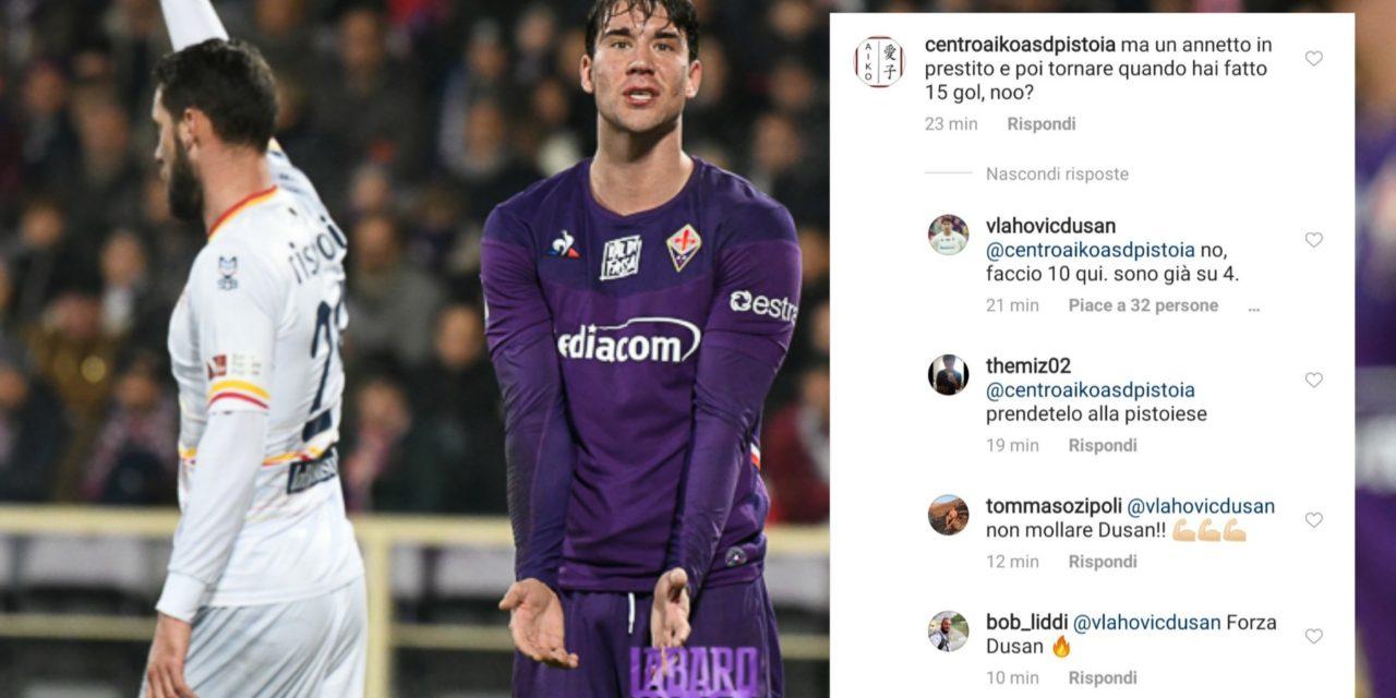 """Vlahovic risponde alla critica di un tifoso viola: """"Faccio dieci gol, sono già a quattro"""". Lo scambio di battute"""