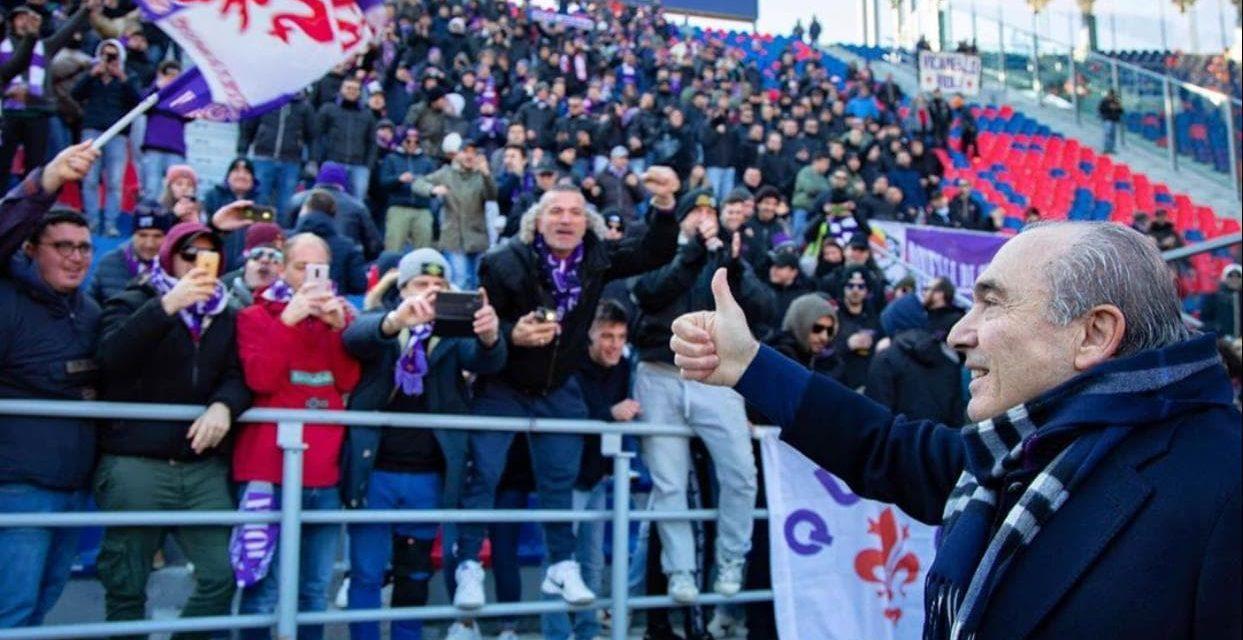 (FOTO) Commisso va a salutare i tifosi della Fiorentina sotto il settore ospiti