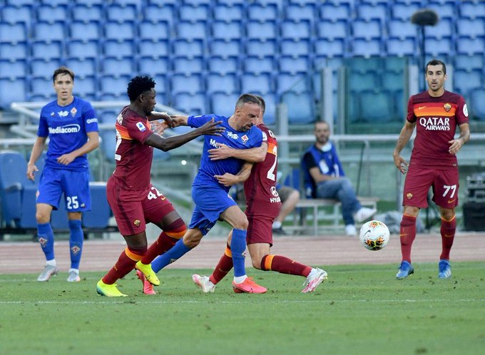 Un momento della gara, Ribery salta due uomini