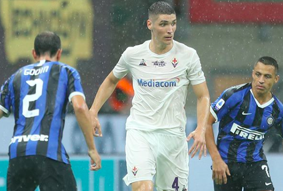 Milenkovic in campo contro l'Inter